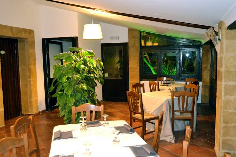 corridoio del ristorante con ben arredato