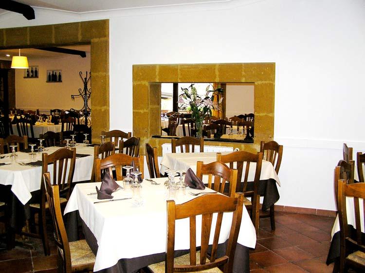 vista del ristorante con piu sale da pranzo