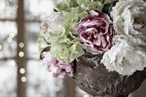 cremation planning urn with flower