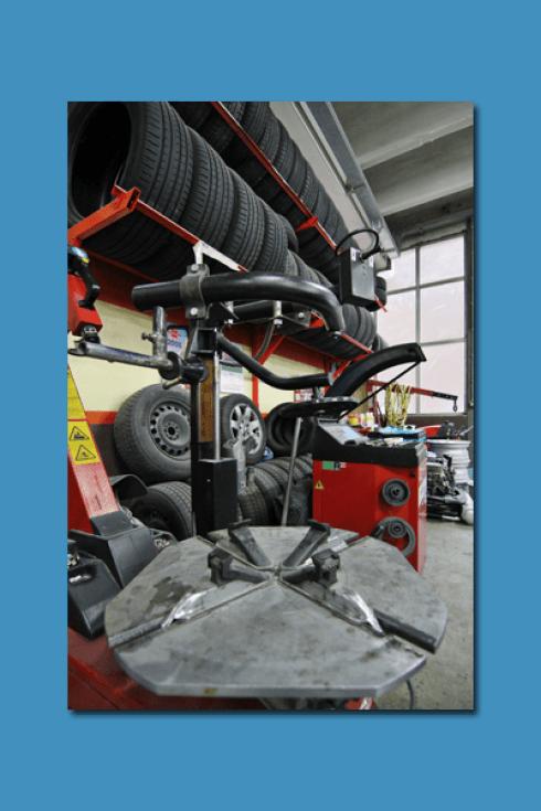 La Carrozzeria Pastore e Maceri fornisce gomme e pneumatici per auto.