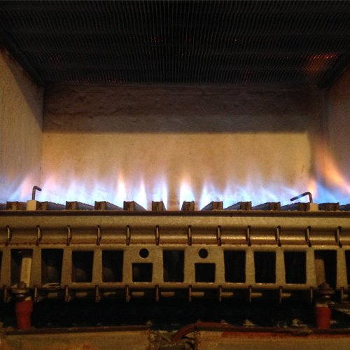 interno di una caldaia a gas in funzione
