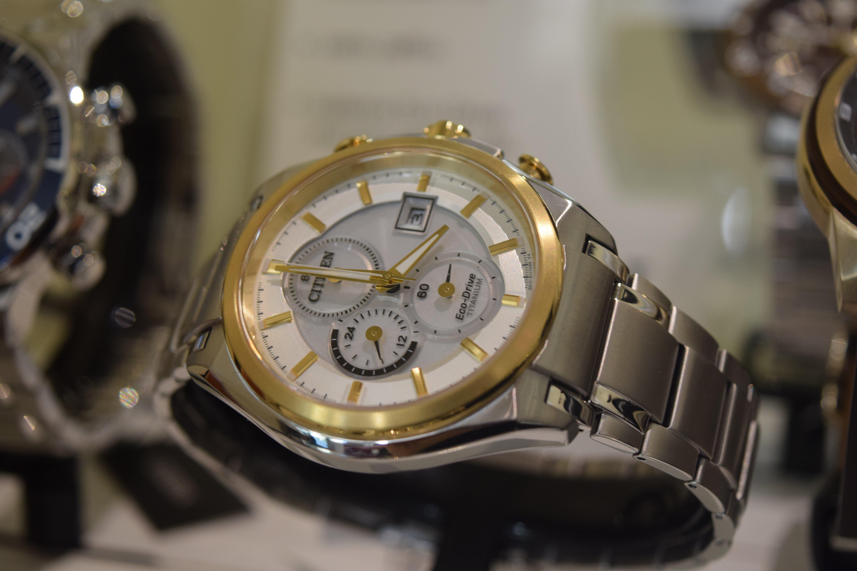 orologio in acciaio con inserti in oro