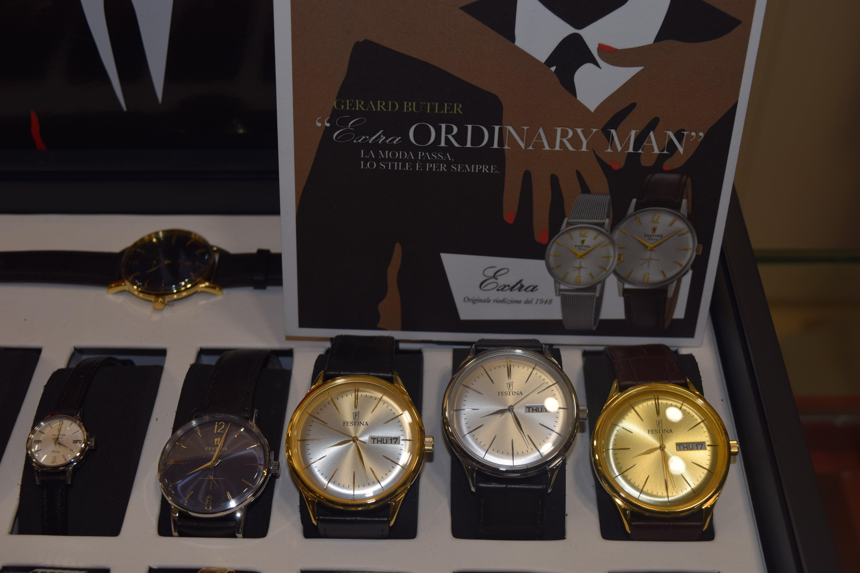 orologi con quadrante ovale in oro e perlato in varie misure