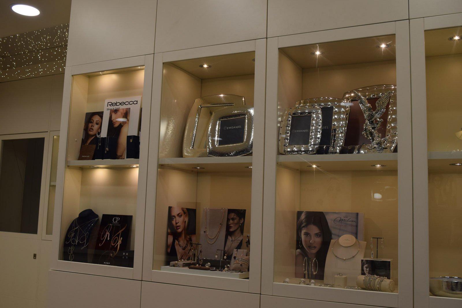 store interior gioielli con le caselle nella visualizzazione