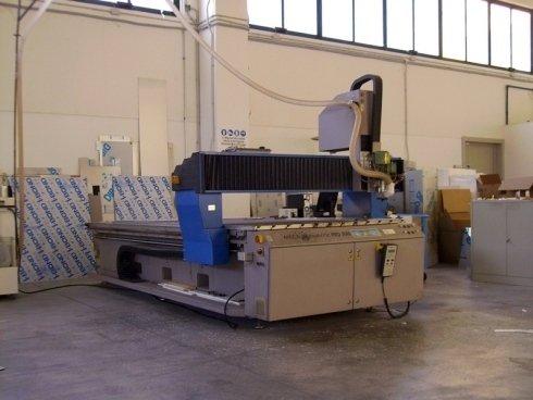 macchinario per taglio plexiglass