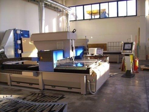 macchinario per taglio laser