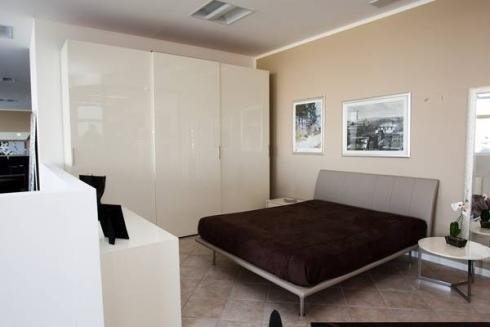 Camera bianca moderna