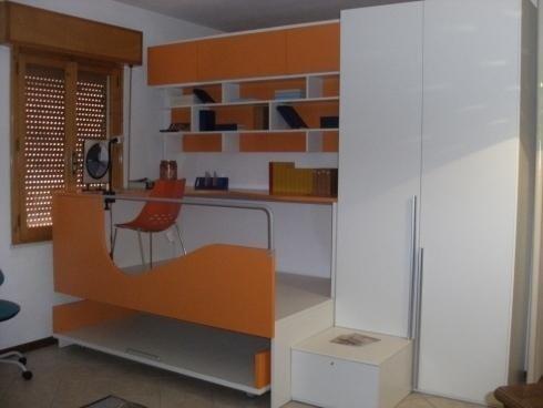 Cameretta bianca e arancione