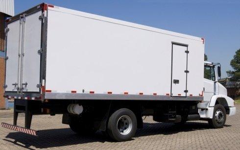 Pulizia camion frigoriferi