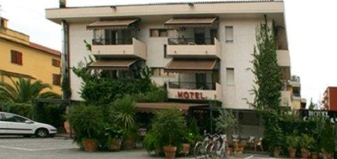 Facciata Hotel Carrara