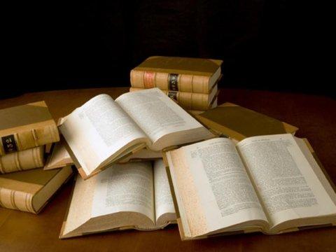 libri di giurisprudenza aperti