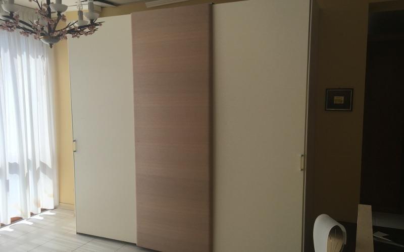 armadio bicolore