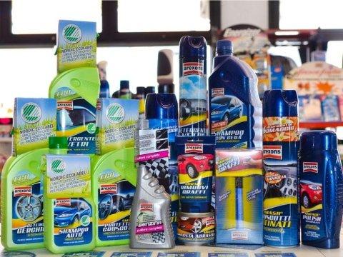prodotti per pulizia auto