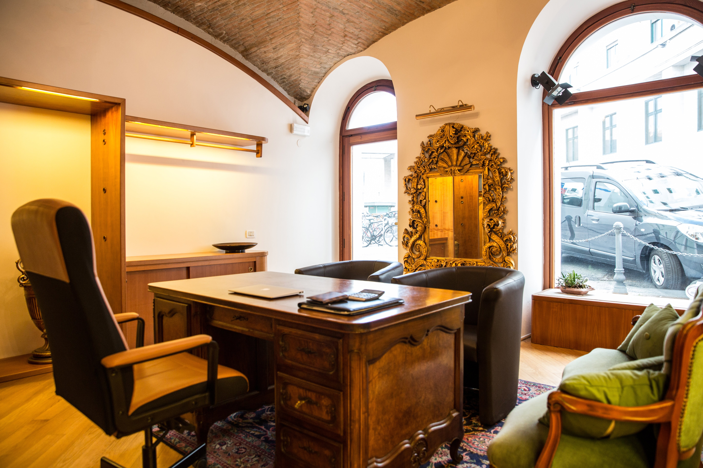 Interni dell'agenzia Trieste immobiliare