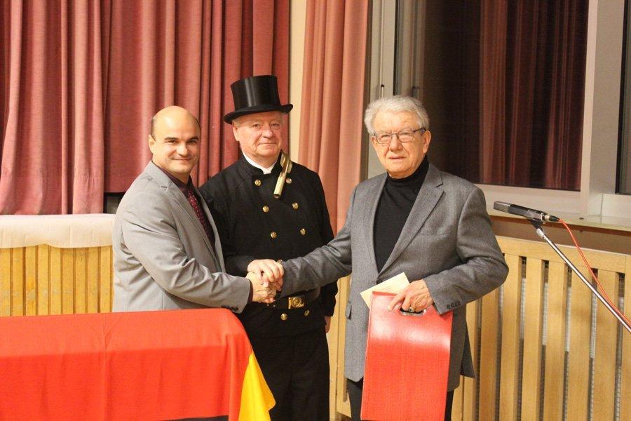 Wolfgang Germann, geehrt für sein hohes soziales Engament, als Dank von der Gemeinde mit Bgm Stefan Herter,