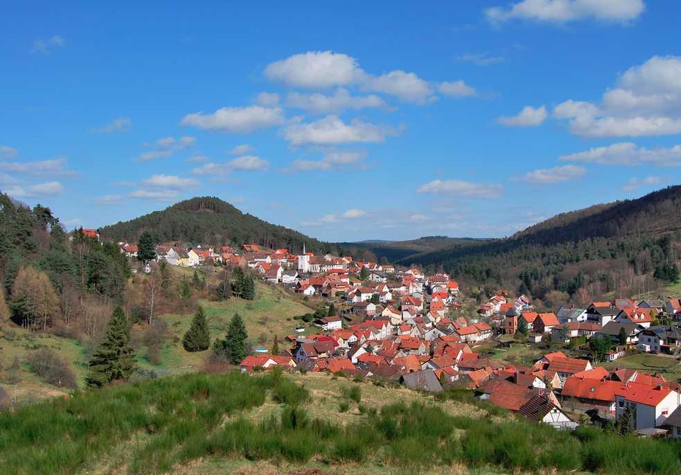 Blick auf Iggelbach   Größter Ortsteil der  Gemeinde Elmstein