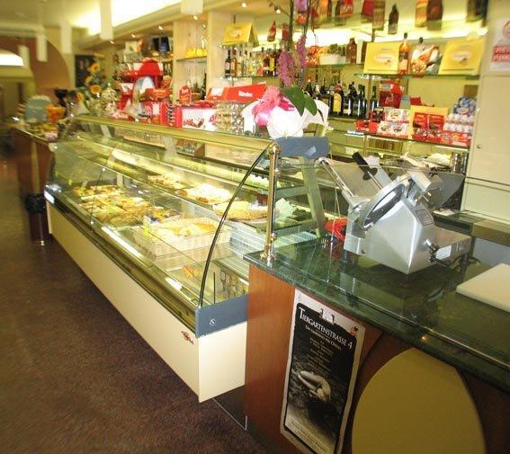 bar con gelateria e arredamenti