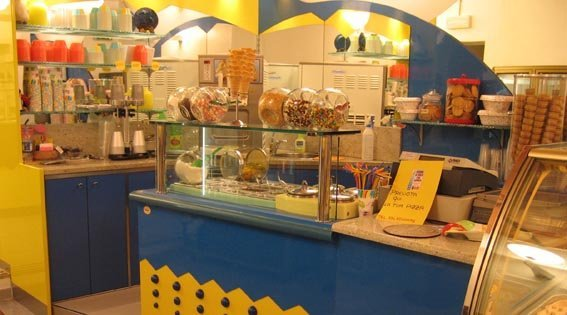 gelateria con tema gialla