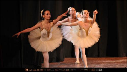 ballerine durante esibizione di danza classica