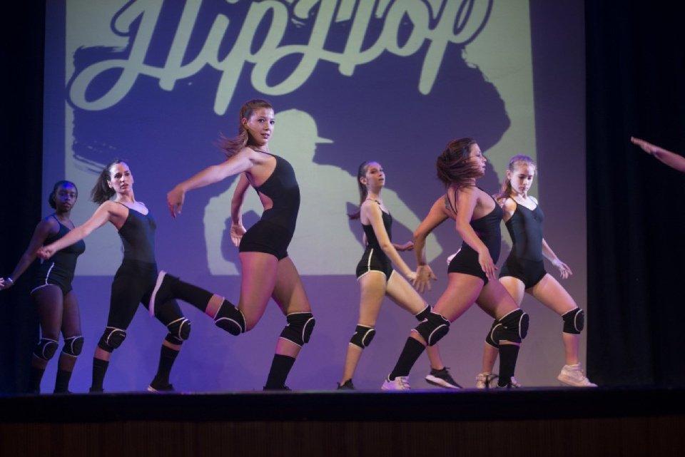 crew hip pop durante esibizione di danza