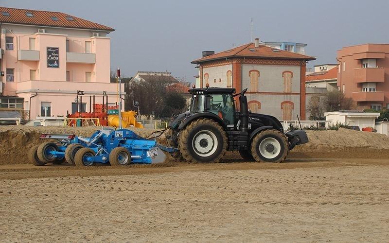 Pulizia di spiagge