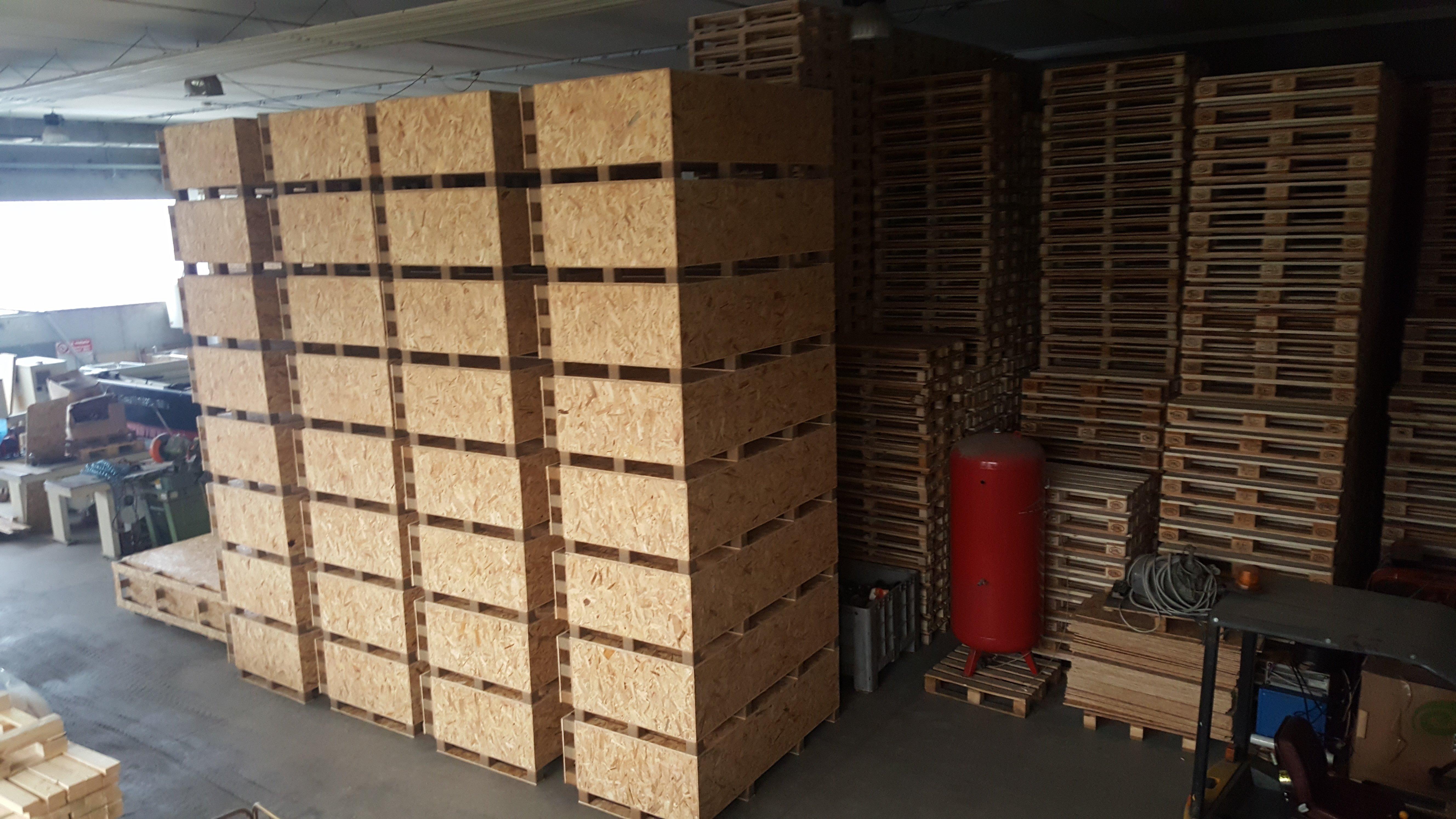 imballaggi in legno all'interno dell'azienda