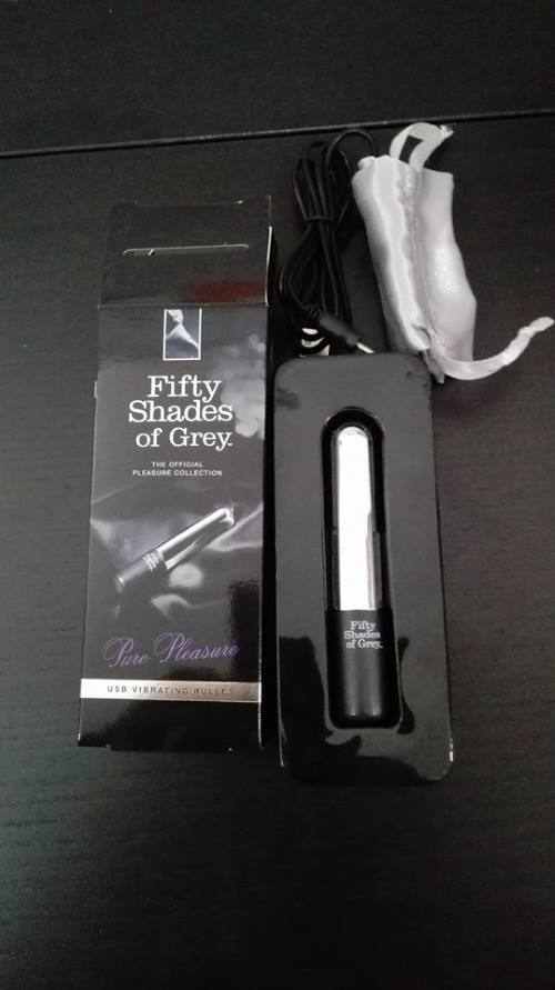 un sex toy con scritto Fifty Shades Of Grey
