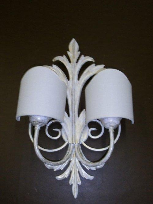 Lampadina di parete con doppia lampadina
