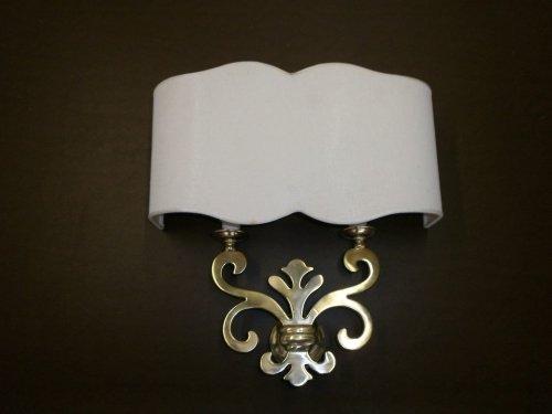 Lampadina di parete con ornamento di metallo