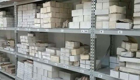 Scaffale metallico per magazzini