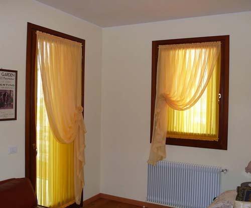 Tenda corta per finestra