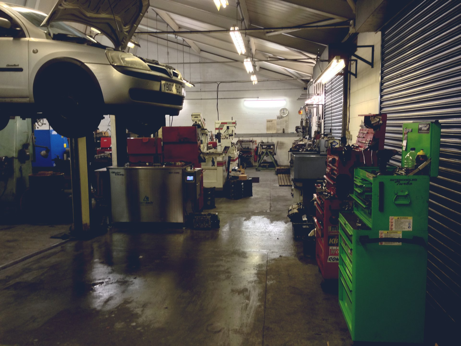 Workstation for cars