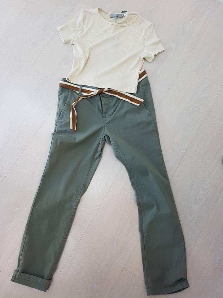 abbinamento jeans e maglia bianca