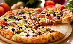 Pizza con le olive nere