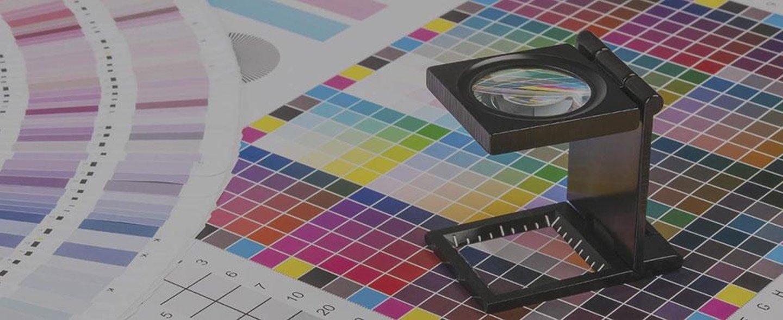 tavola comparativa colori e lente ingrandimento