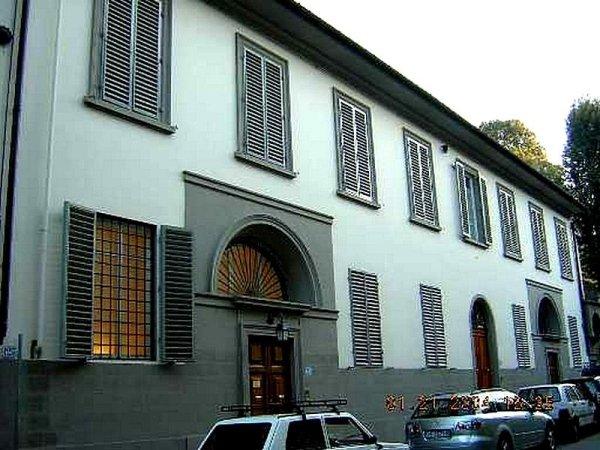 Facciata istituto ecclesiastico Via Serragli