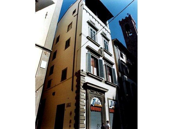 Facciata edificio storico Via Pandolfini