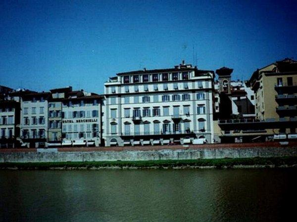 Edificio residenziale privato sul Lungarno