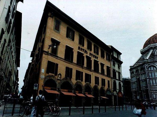 Ristrutturazione della facciata edificio vicino Piazza Duomo