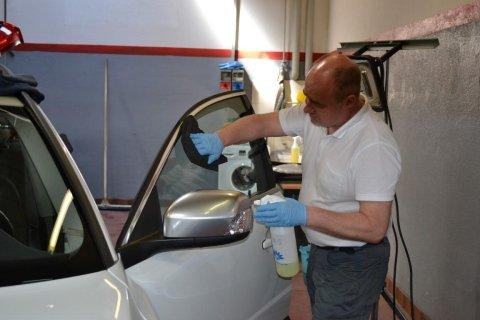 pulizia di un'autovettura
