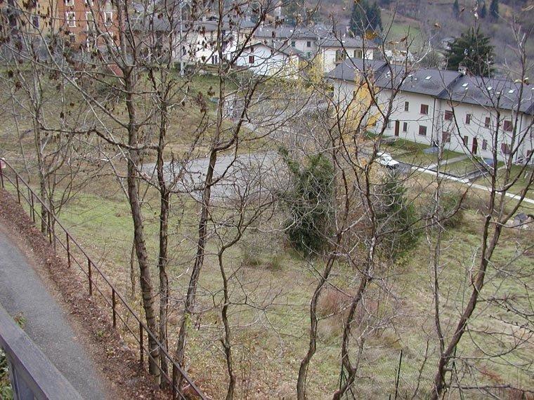 vista delle ville e uno spazio con degli alberi e prato