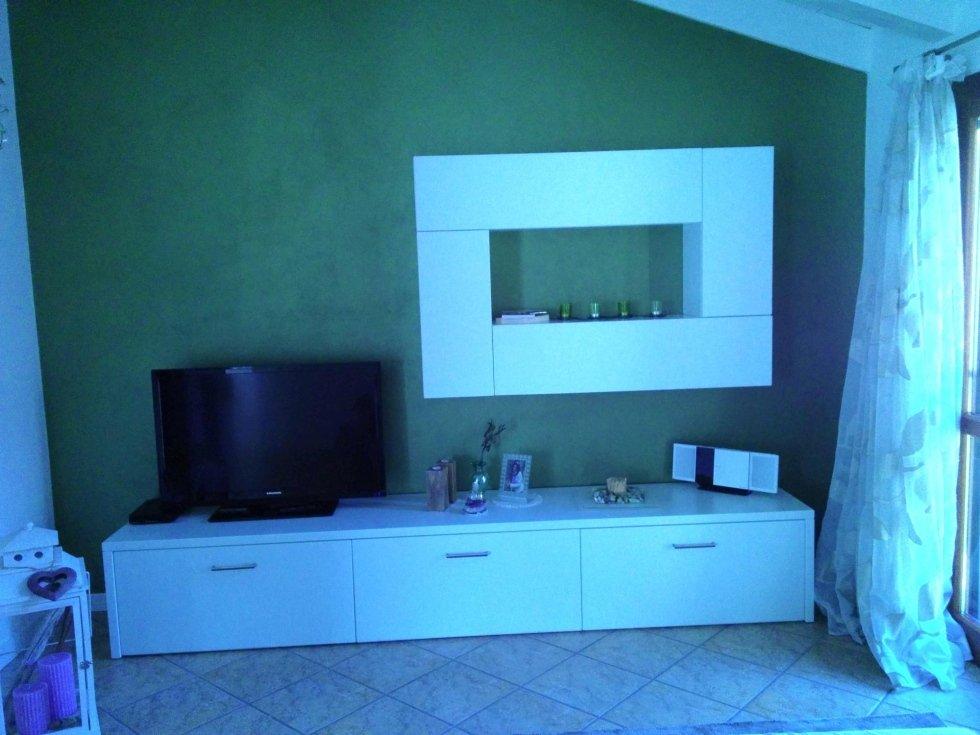 mobile in legno per living room