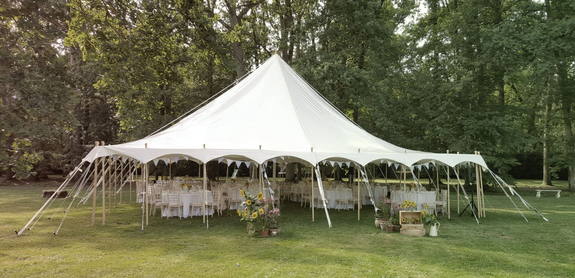 white coloured marquee