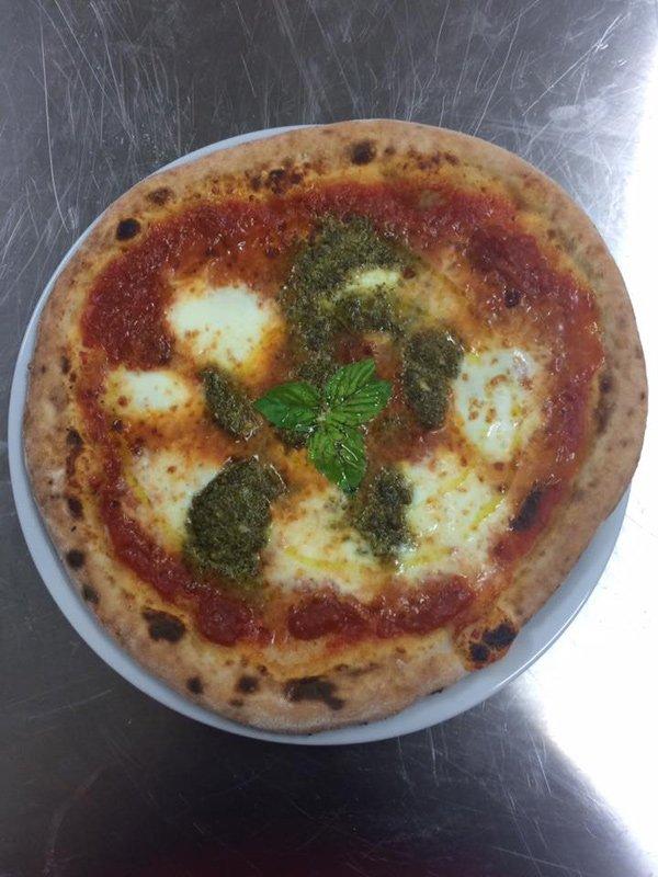 Pizza alla pizzeria La Fenice a Pontecagnano Faiano