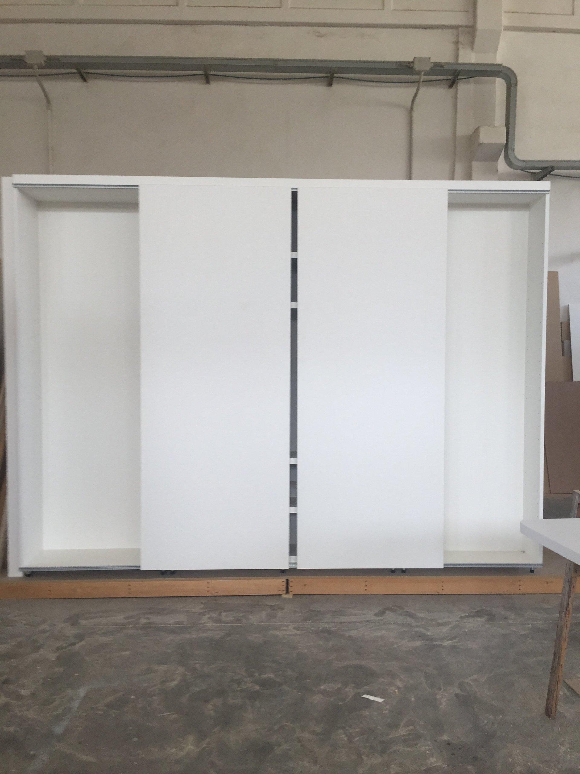 armadio bianco chiuso