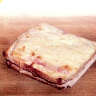 un trancio di pizza bianca