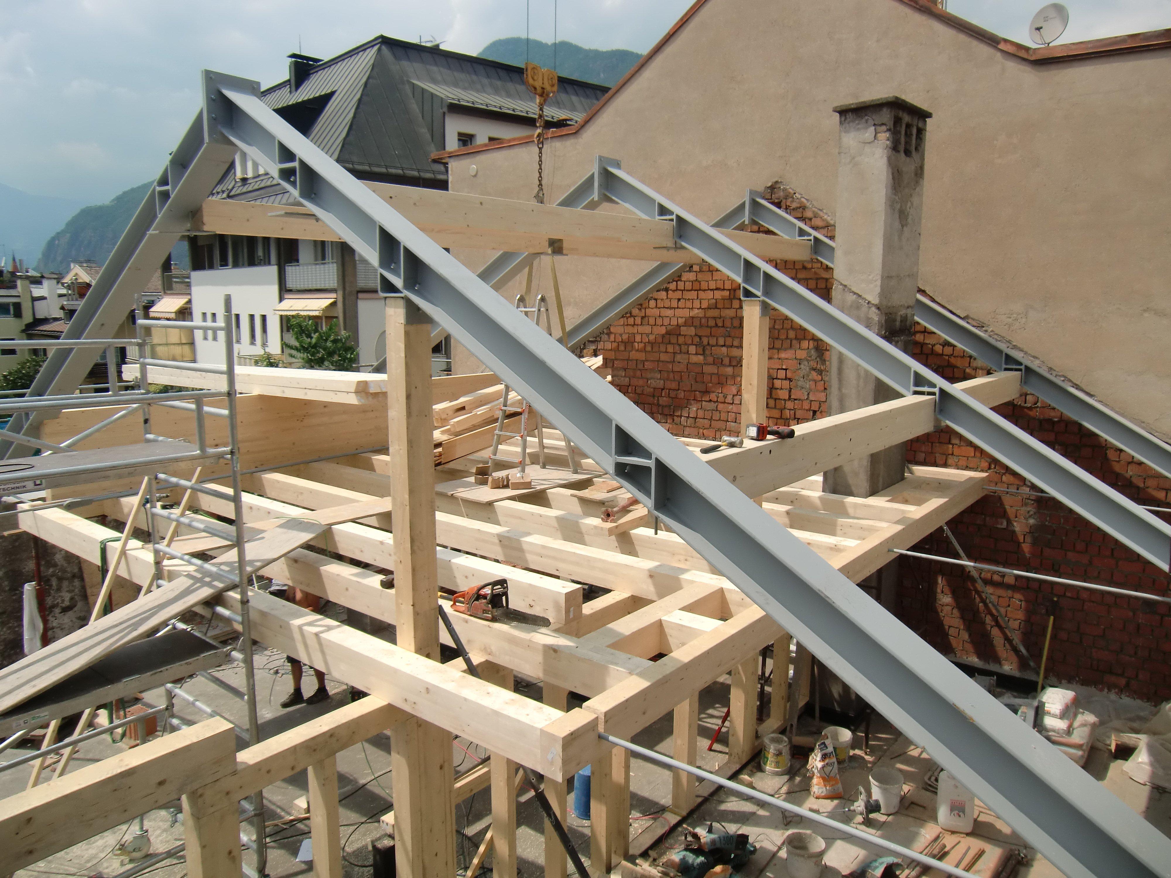 struttura in ferro e legno per ristrutturazione tetto