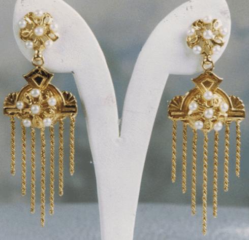 Orecchini pendenti con inserimento di perle