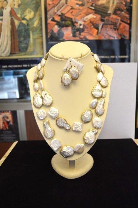 Collana perle bianche scaramazze glitterate