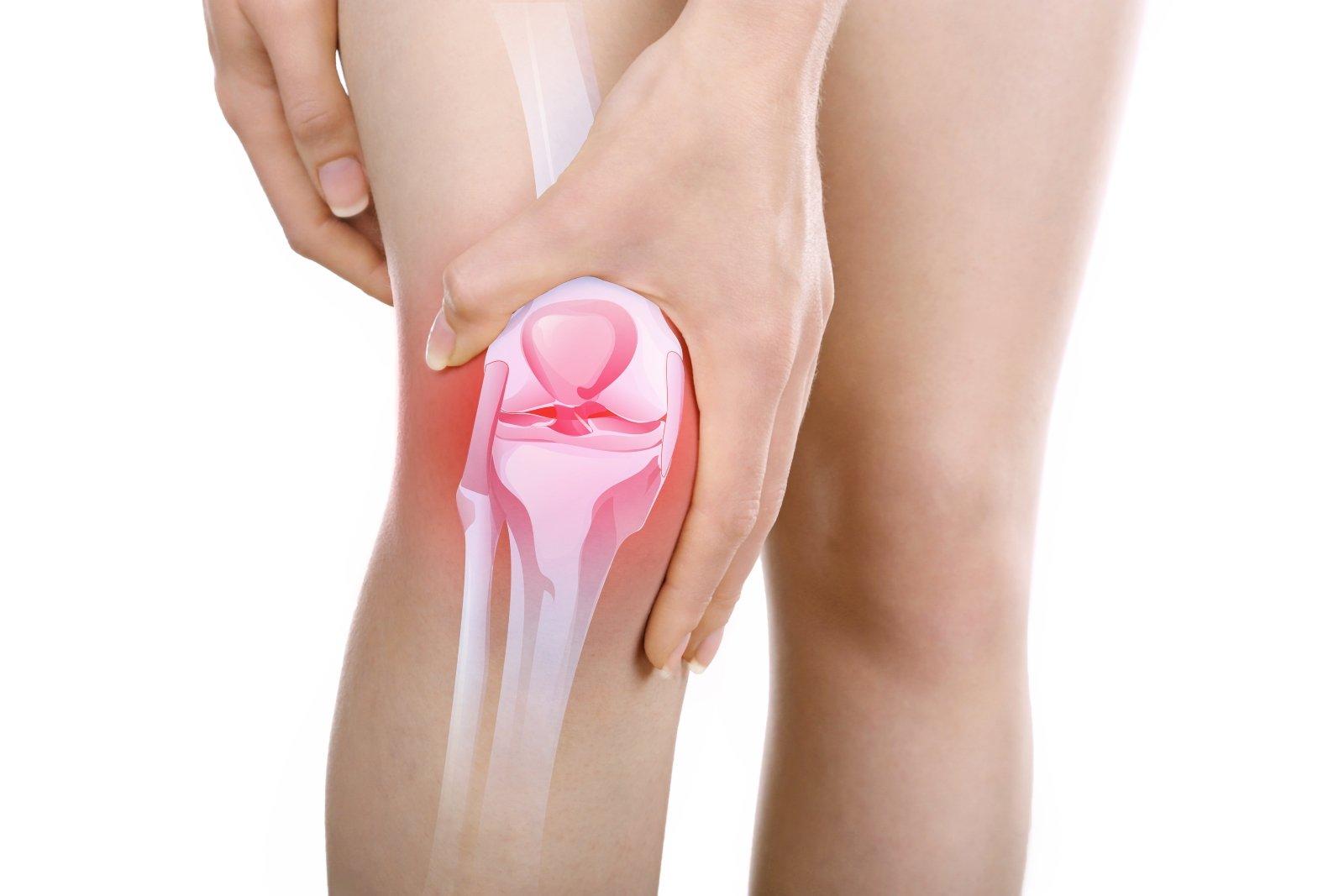 Giovane donna con dolore al ginocchio